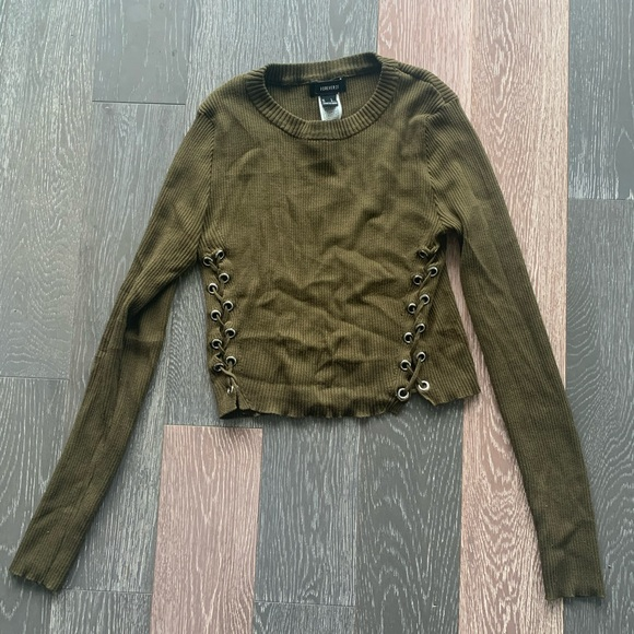 Forever 21 Tops - Forever 21 cropped green sweater with ties